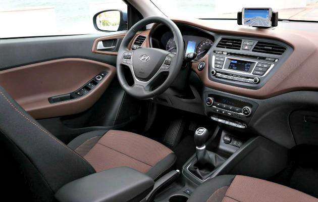Hyundai-i20-2014-interno